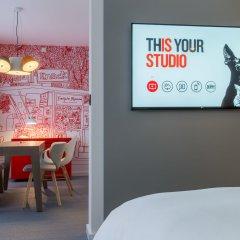 Отель Radisson Red Brussels 4* Люкс