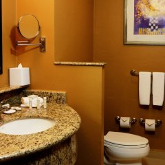 Отель Courtyard By Marriott Cancun Airport ванная