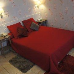 Отель Hôtel Les Chansonniers Стандартный номер с двуспальной кроватью (общая ванная комната)
