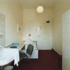 Hotel Jedermann 2* Номер с общей ванной комнатой с различными типами кроватей (общая ванная комната)