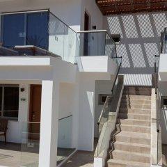Отель Adams Beach балкон