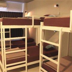 Ananas Phuket Central Hostel Кровать в женском общем номере