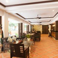 Отель Ratana Hill лобби