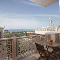 Отель Jumeirah Al Qasr - Madinat Jumeirah 5* Улучшенный люкс с различными типами кроватей