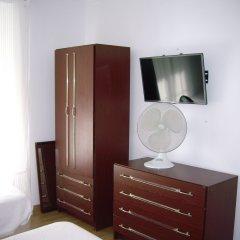 Отель Pensao Residencial Camoes 2* Стандартный номер с различными типами кроватей (общая ванная комната)