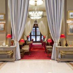 Отель Hôtel California Champs Elysées популярное изображение