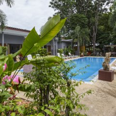 Отель Again at Naiharn Beach Resort открытый бассейн