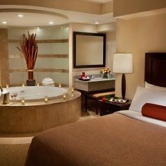 Отель Travelodge by Wyndham Saskatoon 3* Люкс с различными типами кроватей