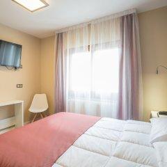 Отель Hostal La Lonja Стандартный номер с двуспальной кроватью