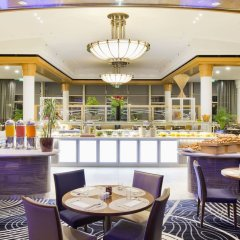 Отель Hilton Paris Charles De Gaulle Airport место для завтрака