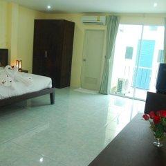 Отель Patong Palm Guesthouse комната для гостей фото 11