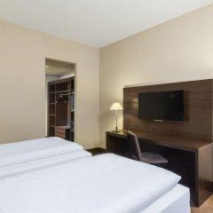 Отель NH Düsseldorf Königsallee 4* Улучшенный номер с различными типами кроватей фото 5