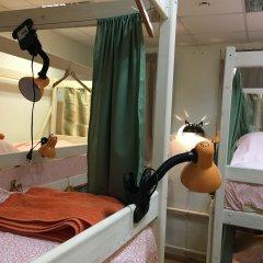 Хостел Пара Тапок на Маяковской Кровать в общем номере с двухъярусной кроватью