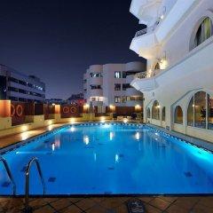 Ramada Hotel Dubai бассейн