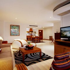 Отель Waterfront Suites Phuket by Centara Люкс разные типы кроватей фото 2
