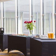 Отель Hilton Paris Charles De Gaulle Airport гостиничный бар фото 4
