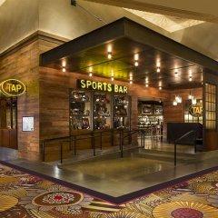 Отель SKYLOFTS at MGM Grand спорт-бар