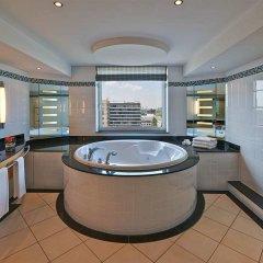 Отель Hilton Düsseldorf гидромассажная ванна