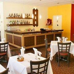 Отель La Tour Centre-Ville Канада, Монреаль - отзывы, цены и фото номеров - забронировать отель La Tour Centre-Ville онлайн гостиничный бар