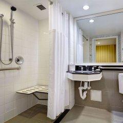 Отель New York Hilton Midtown 4* Номер Skyline с двуспальной кроватью фото 6
