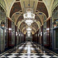 Отель Waldorf Astoria New York Нью-Йорк коридор