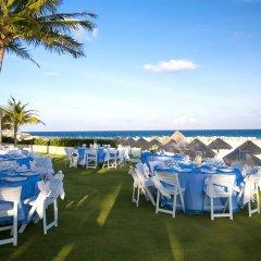 Отель Reflect Krystal Grand Cancun открытая банкетная зона