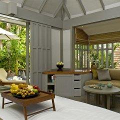 Отель The Surin Phuket 5* Улучшенный коттедж с различными типами кроватей фото 2