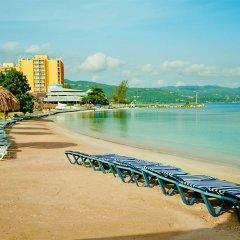 Отель Sunset Beach Resort Spa and Waterpark All Inclusive Ямайка, Монтего-Бей - отзывы, цены и фото номеров - забронировать отель Sunset Beach Resort Spa and Waterpark All Inclusive онлайн пляж фото 2