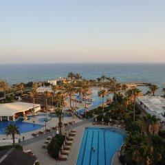 Отель Adams Beach вид на пляж/океан