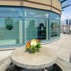Отель GEC Granville Suites Downtown Канада, Ванкувер - отзывы, цены и фото номеров - забронировать отель GEC Granville Suites Downtown онлайн балкон