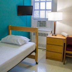 Отель West Side YMCA Номер Делюкс с различными типами кроватей