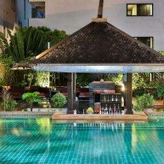 Sunbeam Hotel Pattaya бар у бассейна