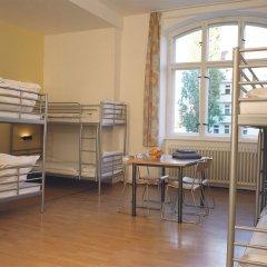 Отель A&O Berlin Friedrichshain 2* Кровать в общем номере с двухъярусной кроватью фото 3