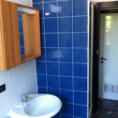 Ostello California - Hostel раковина ванной комнаты