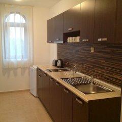 Отель Happy Aparthotel&Spa мини-кухня в номере