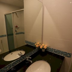 Отель Rojjana Residence ванная фото 2
