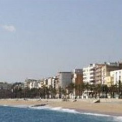 Отель Fenals Garden пляж