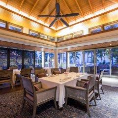 Отель Trisara Villas & Residences Phuket обед фото 2
