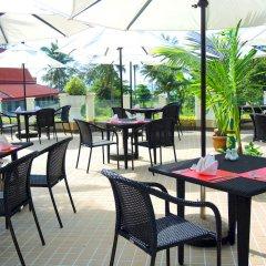 Andaman Beach Suites Hotel столовая на открытом воздухе