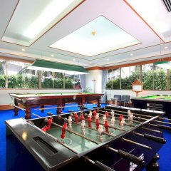 Andaman Beach Suites Hotel бильярд
