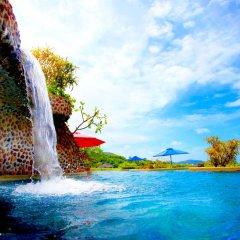 Отель Pacific Club Resort водопад у бассейна