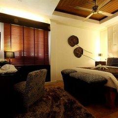 Отель Manathai Surin Phuket сейф в номере