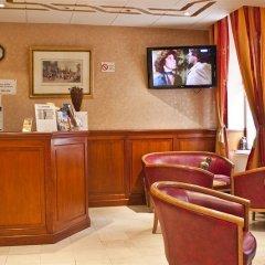 Отель De Paris Montmartre Париж гостиничный бар фото 2