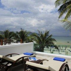 Отель La Flora Resort Patong терраса/патио фото 2