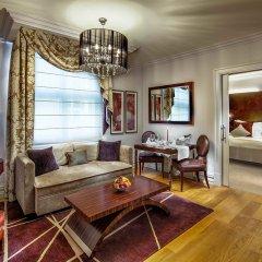 Отель The Grand Mark Prague гостиная