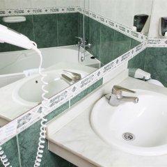 Отель Marconfort Costa del Sol раковина ванной комнаты