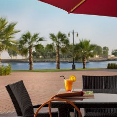 Отель Khalidiya Palace Rayhaan by Rotana столовая на открытом воздухе