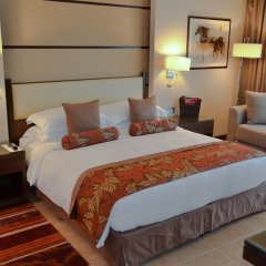 Отель Khalidiya Palace Rayhaan by Rotana комната для гостей