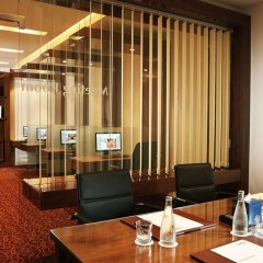 Отель Khalidiya Palace Rayhaan by Rotana деловой центр