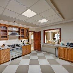 Kempinski Hotel & Residences Palm Jumeirah кухня в номере